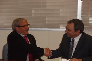 Firma de convenio entre Ibercaja y el Ayto.de Cuarte.
